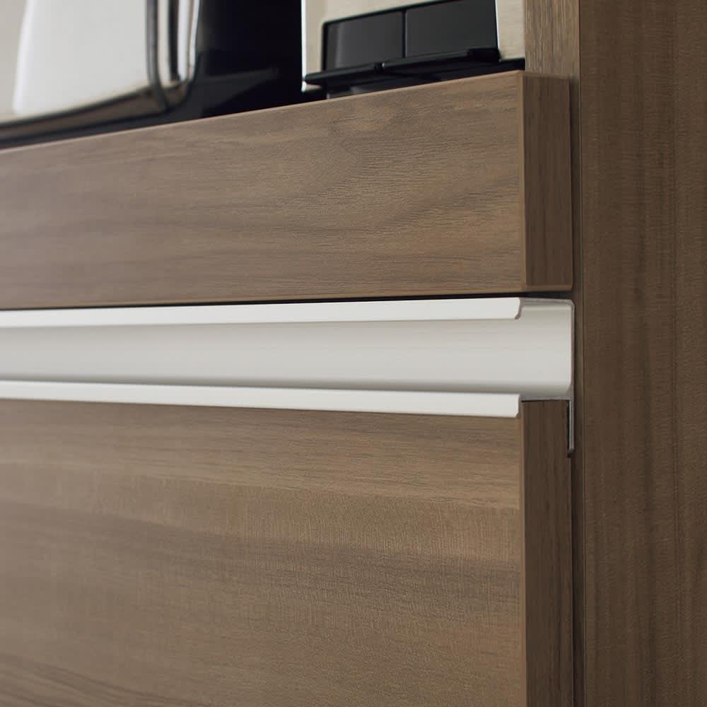 Ihana/イハナ サイズが選べる家電収納ラック 幅60cm奥行45cm高さ180cm アルミ製の引き手がシャープなアクセントに。持ちやすくお手入れも簡単。