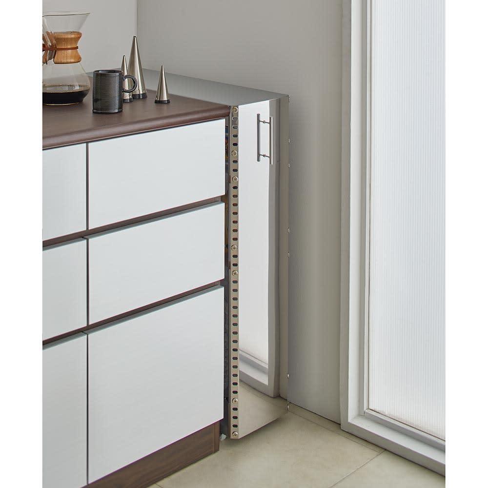 ステンレス製キッチンすき間収納ワゴン ロータイプ(高さ81cm) 幅15cm奥行60.5cm すっきりとしたデザインと、ステンレスの前板でまるで作り付けのような美しさ。