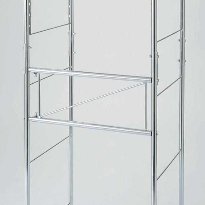 ステンレス棚ダストボックス上幅伸縮ラック 棚4段 横揺れしにくいよう、背面に補強バーが入った仕様。