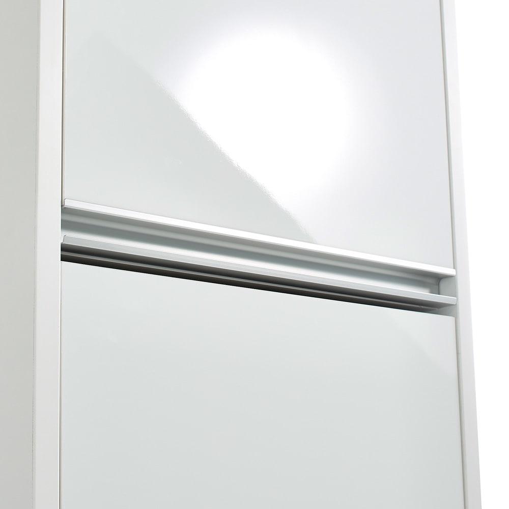 Ymir/ユミル 隠せる家電収納 幅55奥行55cm高さ178cm 光沢のあるポリエステル化粧合板とアルミの組み合わせで清潔感があり、明るい印象に。