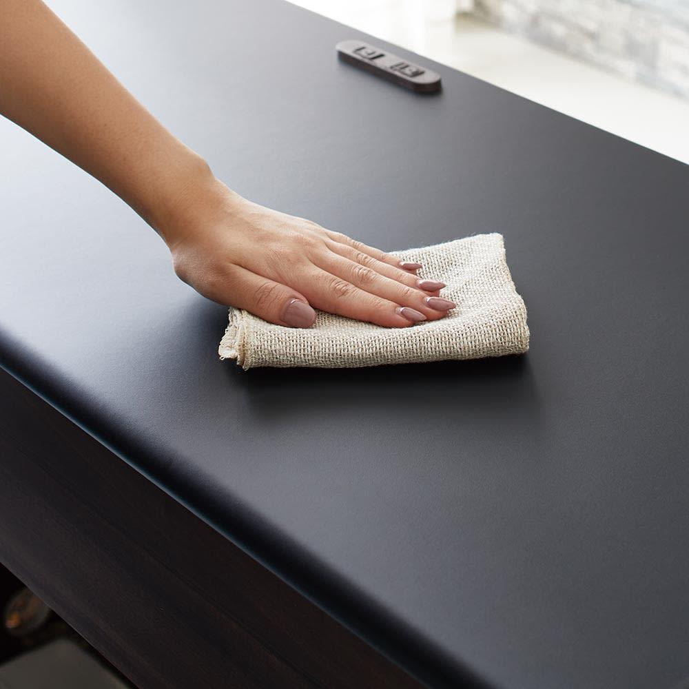 Ruffalo/ラファロ 間仕切りキッチンカウンター 幅120cm高さ85cm 天板はキズ・汚れに強いメラミン素材。汚れもさっと拭き取ってクリーンなキッチンを保ちます。