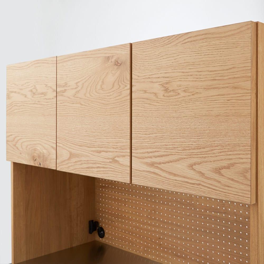 Lana/ラナ ステントップボード・キッチンボード 幅140cm 扉は木目がつながるように計算して仕上げています。