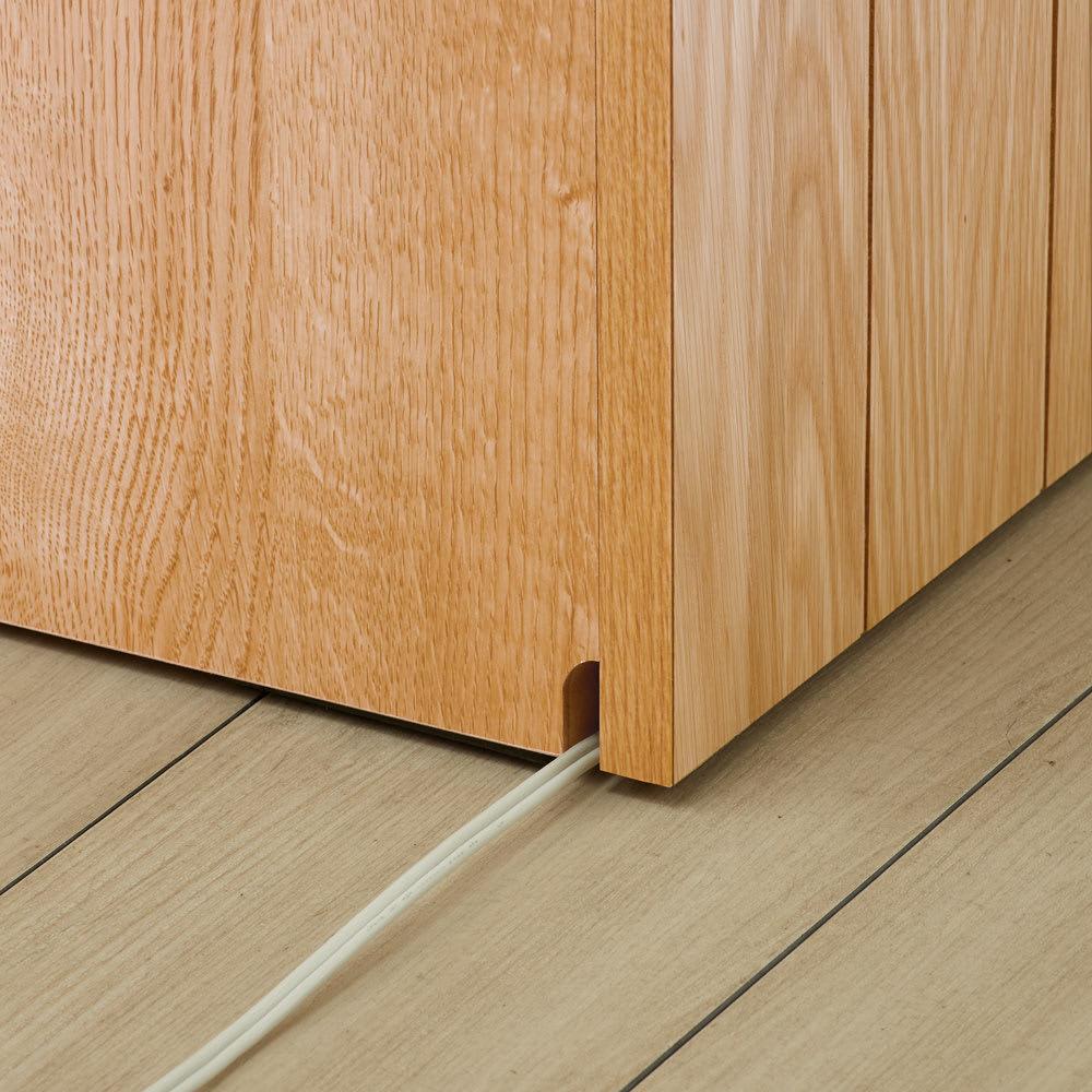 VineII/ヴィネ2 アイランドカウンターオークタイプ 大理石調天板 幅90cm 配線がもたつかない 床接地面のコード穴で配線すっきり。