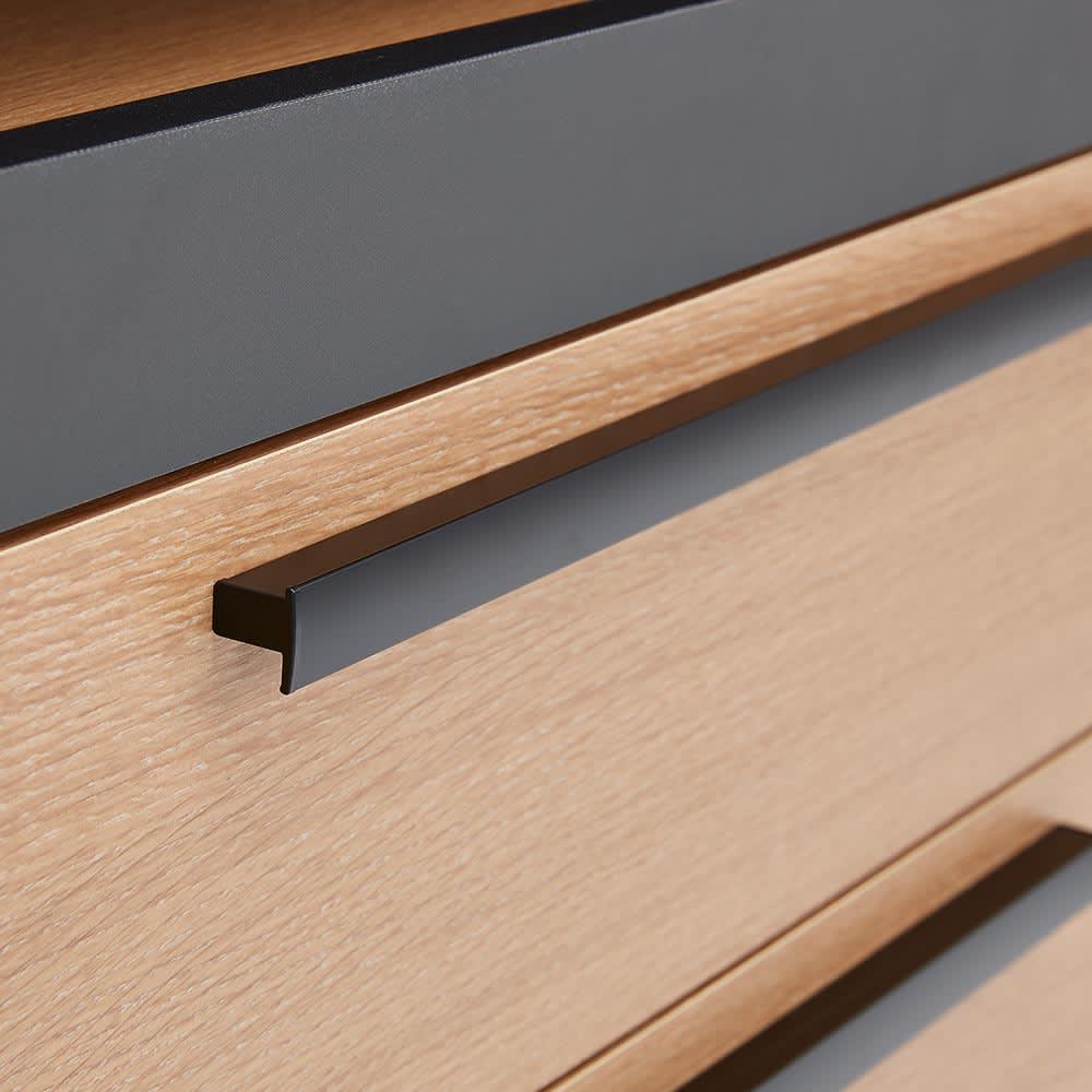 Boulder/ボルダー 石目調天板キッチンシリーズ カウンター 幅90cm 奥行50cm マットブラック仕上げの取っ手は、全体の印象を引き締める効果も。