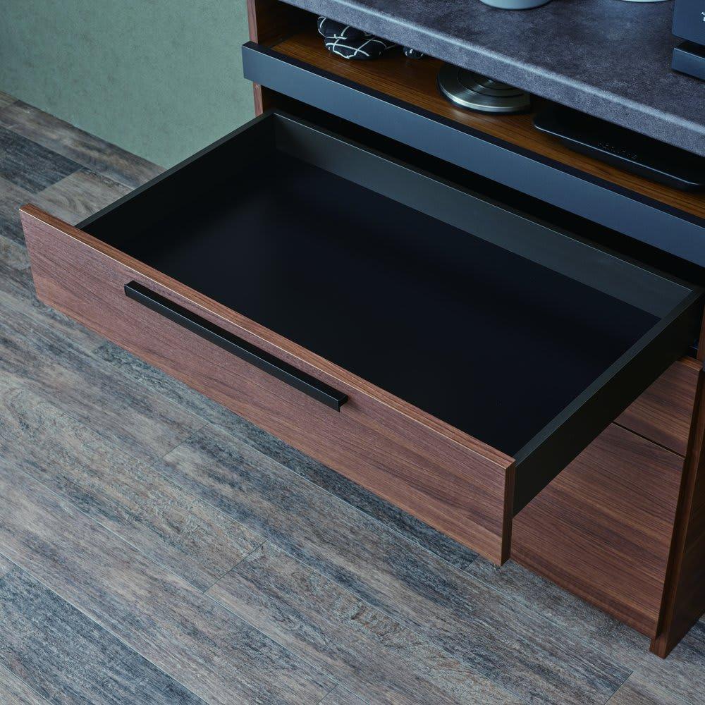 Boulder/ボルダー 石目調天板キッチンシリーズ カウンター 幅90cm 奥行50cm 引き出し内部はシックなブラック調で仕上げ、美しさと収納物に配慮しました。