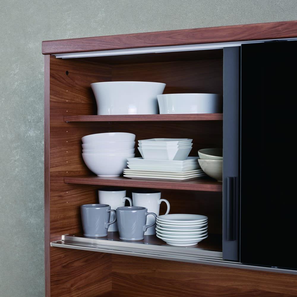 Boulder/ボルダー 石目調天板キッチンシリーズ ボード 幅120cm 奥行45cm ガラス扉内部の棚板は3cm間隔で高さ調整ができ、効率的に収納できます。
