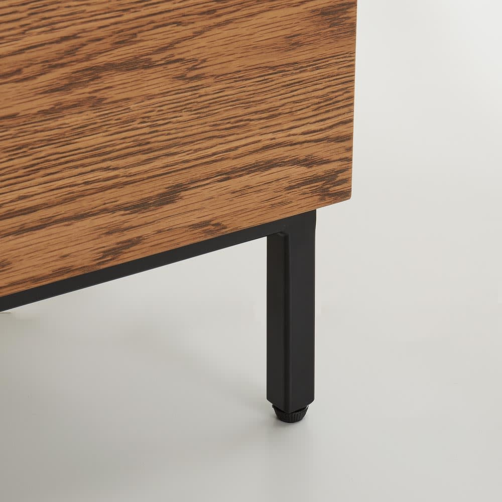 Mattone/マットーネ キッチンシリーズ 幅140cm カウンター 脚部はマットなアイアンを使用。高さ11cmなのでお掃除もラクラク。お掃除ロボットも通れる高さです。