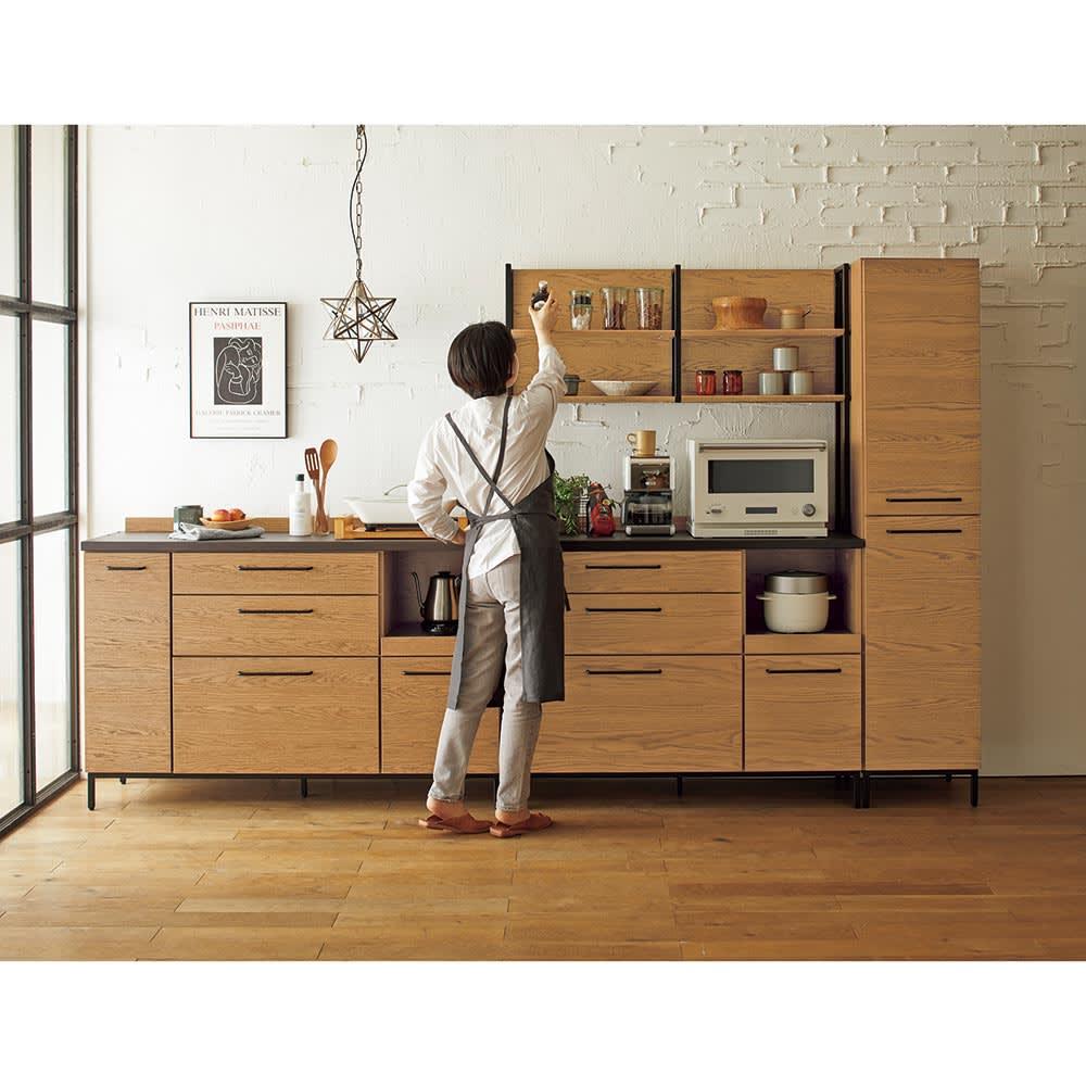 Mattone/マットーネ キッチンシリーズ 幅40cm キャビネット 脚部はマットなアイアンを使用。高さ11cmなのでお掃除もラクラク。お掃除ロボットも通れる高さです。
