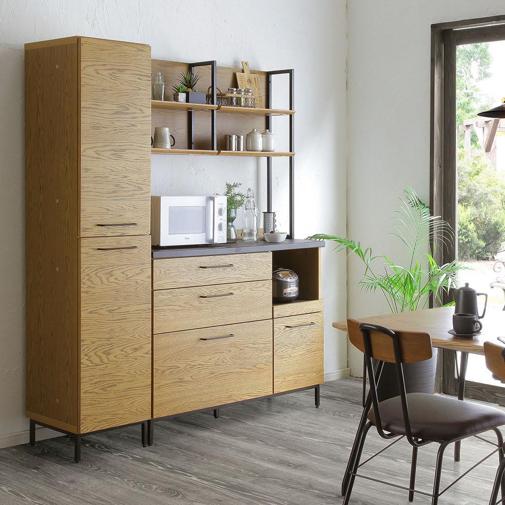 Mattone/マットーネ キッチンシリーズ 幅40cm キャビネット 上扉に裏側は買置きの食品や調味料類などを出し入れしやすいストッカー棚があります。