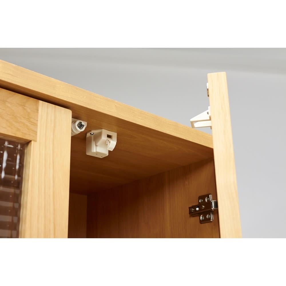 Pippi/ピッピ アルダー材コンパクトキッチン キッチンボード 幅100.5cm 扉部分には耐震補助ラッチを装備。もしもの時には収納物の飛び出しを軽減します。