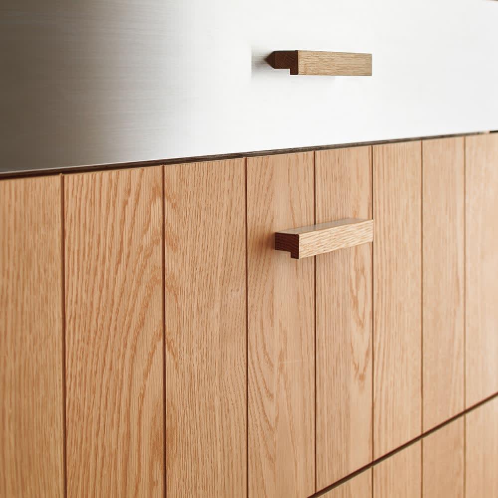 Torua/トルア キッチンボード 幅120cm カウンター 前板には細い溝が彫られたデザイン。取っ手も