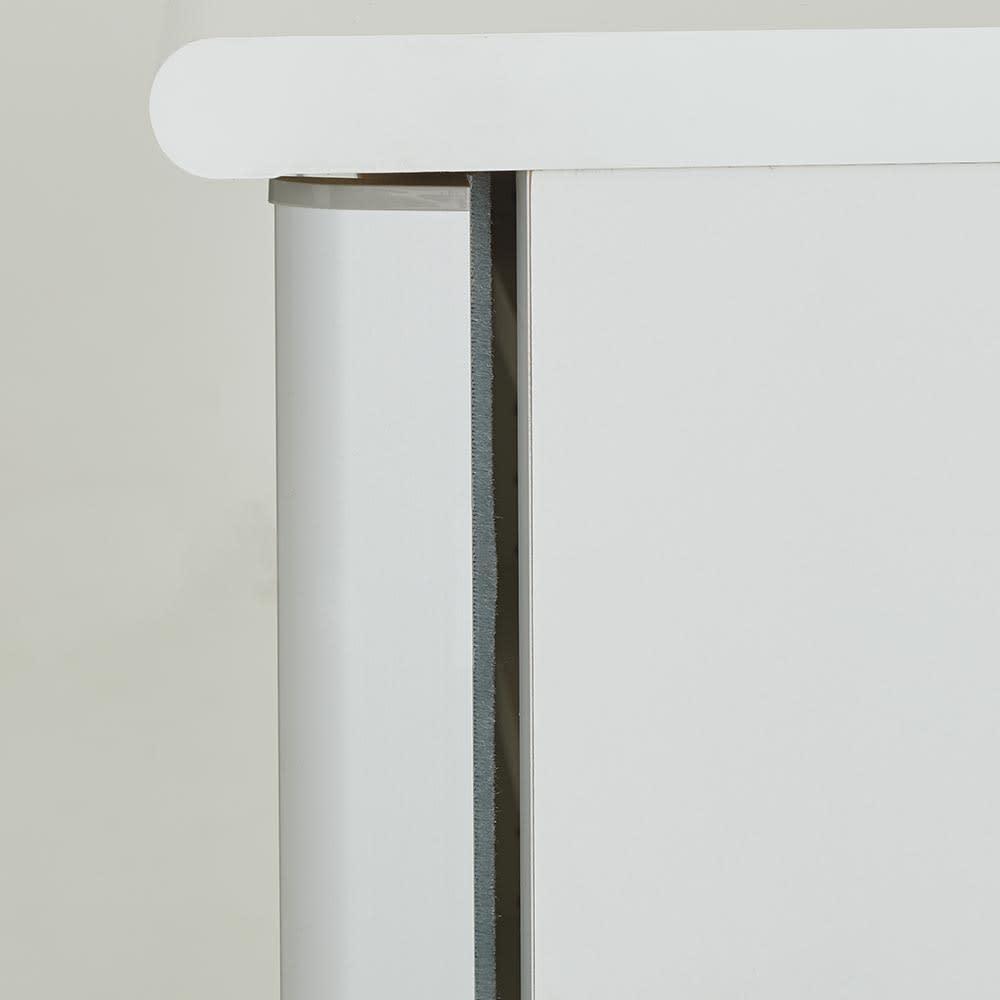 Orga/オルガ 引き戸キッチン収納 カウンター 幅140cm 引き戸にはホコリ除けがあります。