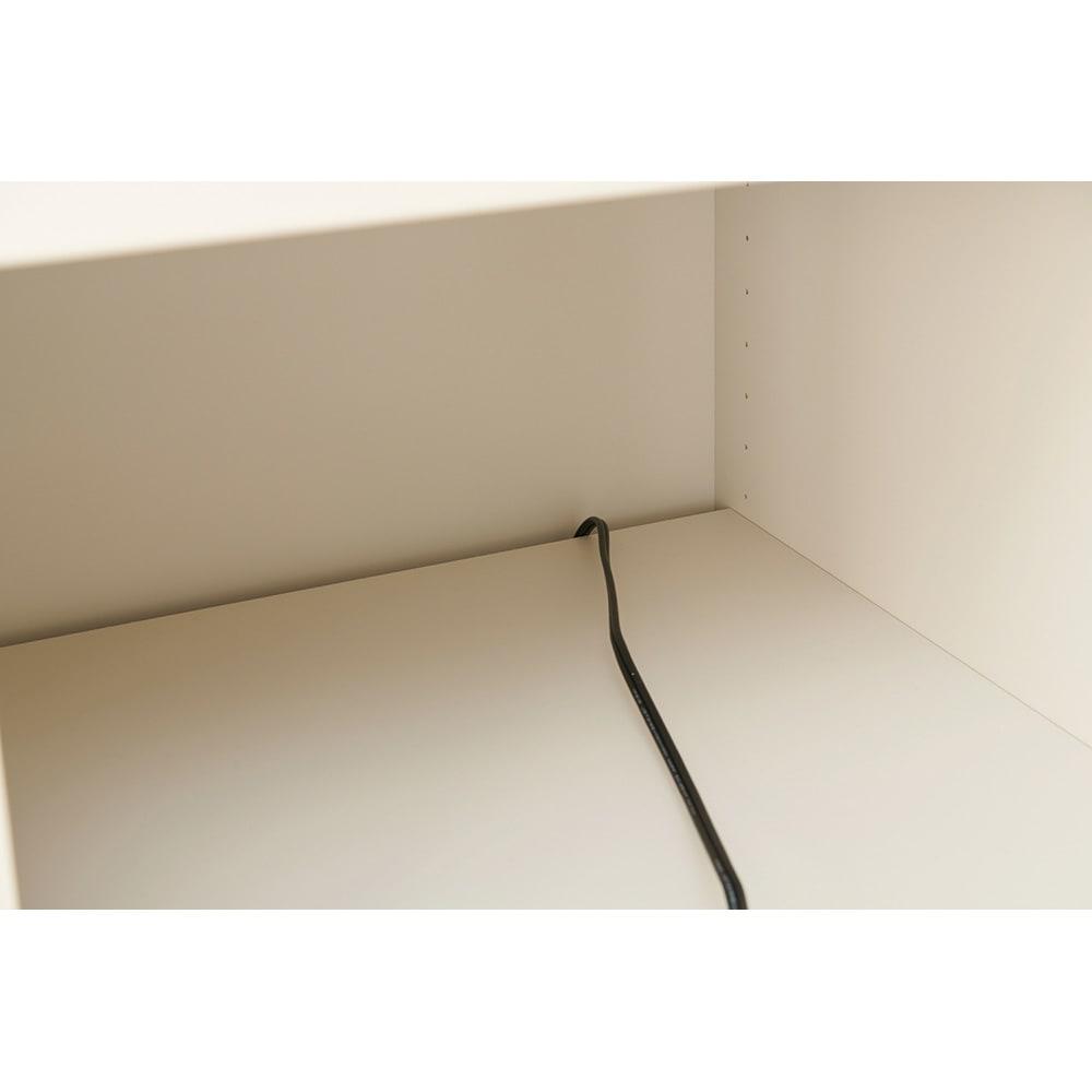 Enkel/エンケル キッチンシリーズ 幅50cm ユーティリティラック 棚の奥に隙間があるのでコードを上から下へ通して使うことが出来ます。