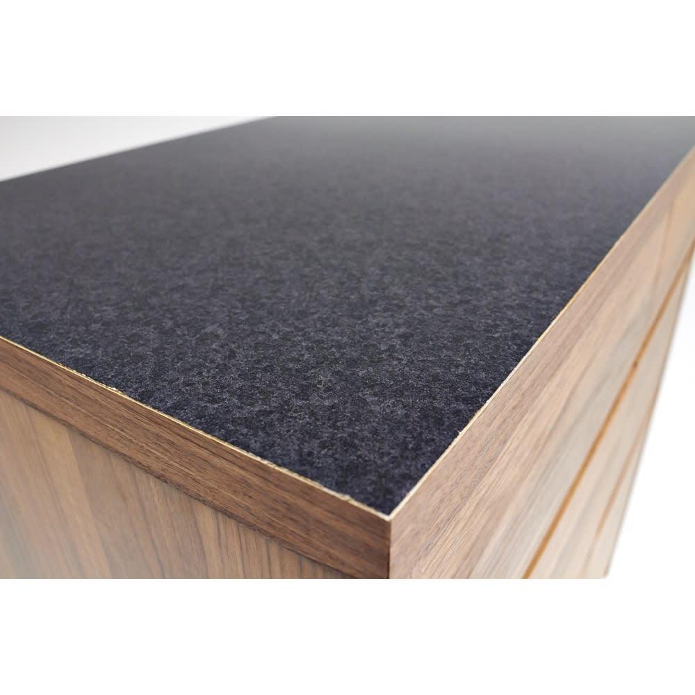 Granite/グラニト アイランド間仕切りキッチンカウンター幅90cm 引き出しタイプ 天板に使用した黒御影石をリアルに再現したメラミン材を採用。ツヤが美しく、熱汚れに強く、お手入れも簡単です。