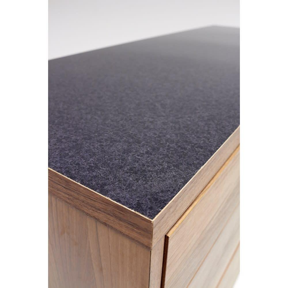 Granite/グラニト アイランド間仕切りキッチンカウンター幅120cm 引き出しタイプ 天板に使用した黒御影石をリアルに再現したメラミン材を採用。ツヤが美しく、熱汚れに強く、お手入れも簡単です。