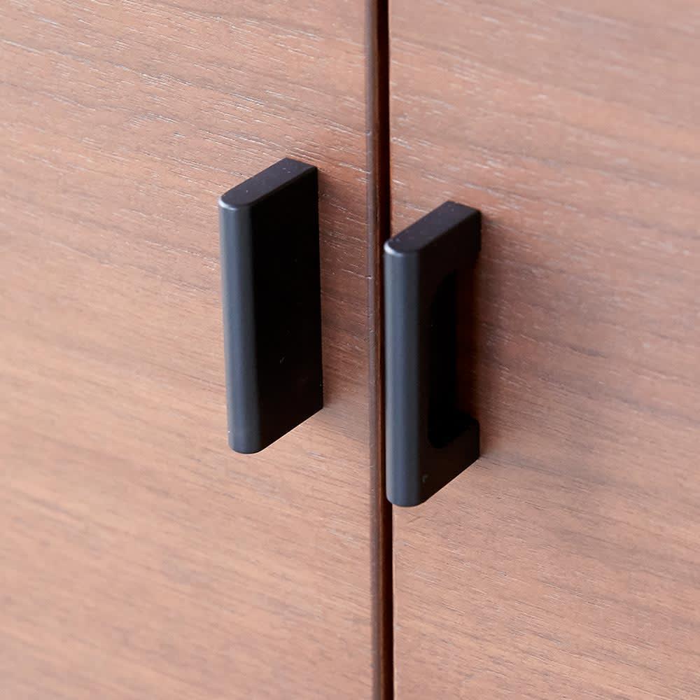 Sorrento/ソレント リビングキャビネット 幅76高さ95cm 板扉 扉の取っ手部分