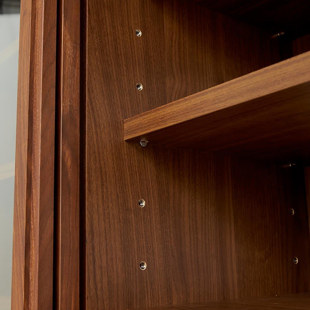 Cano/カノ リビングボード 幅85cmミドル ウォルナット 扉内部の収納棚は6cmピッチで高さ調節でき、効率的に収納できます。