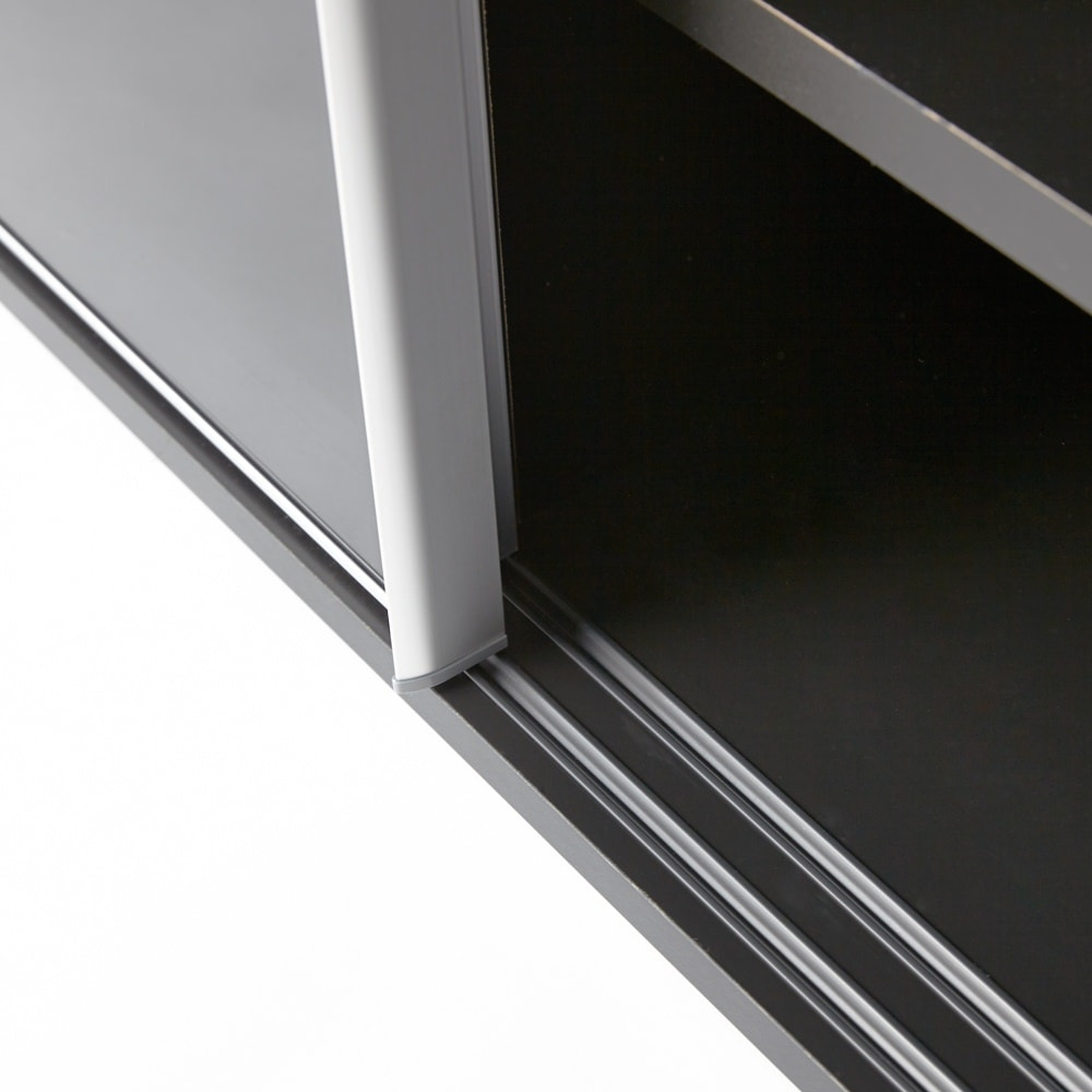 Evan(エヴァン) スライドシェルフ ハイタイプ本棚 幅120cm 開閉しやすいレール付きの引き戸仕様。