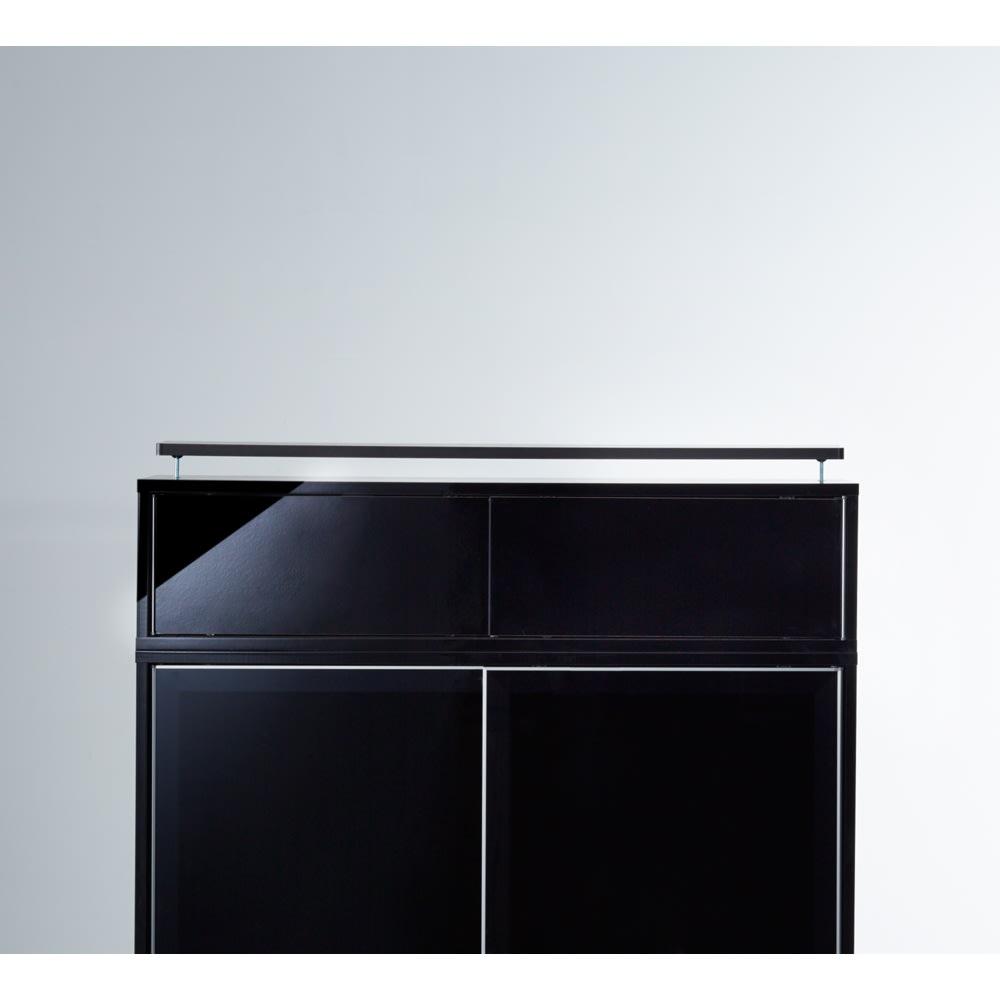 高さサイズオーダー Evan(エヴァン) スライドシェルフ 上置きタイプ 幅120奥行35高さ26~90cm 側板は、光沢が美しくお手入れも簡単な素材を採用。