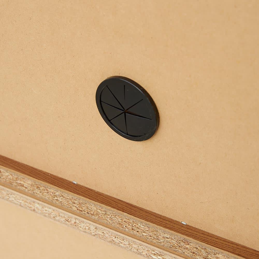 K´astani/カスターニ バイカラーコレクション本棚 本体 奥行45cm・幅79 高さ180cm 配線用のコード穴があるので、スピーカーなどの家電類の収納にも便利です。