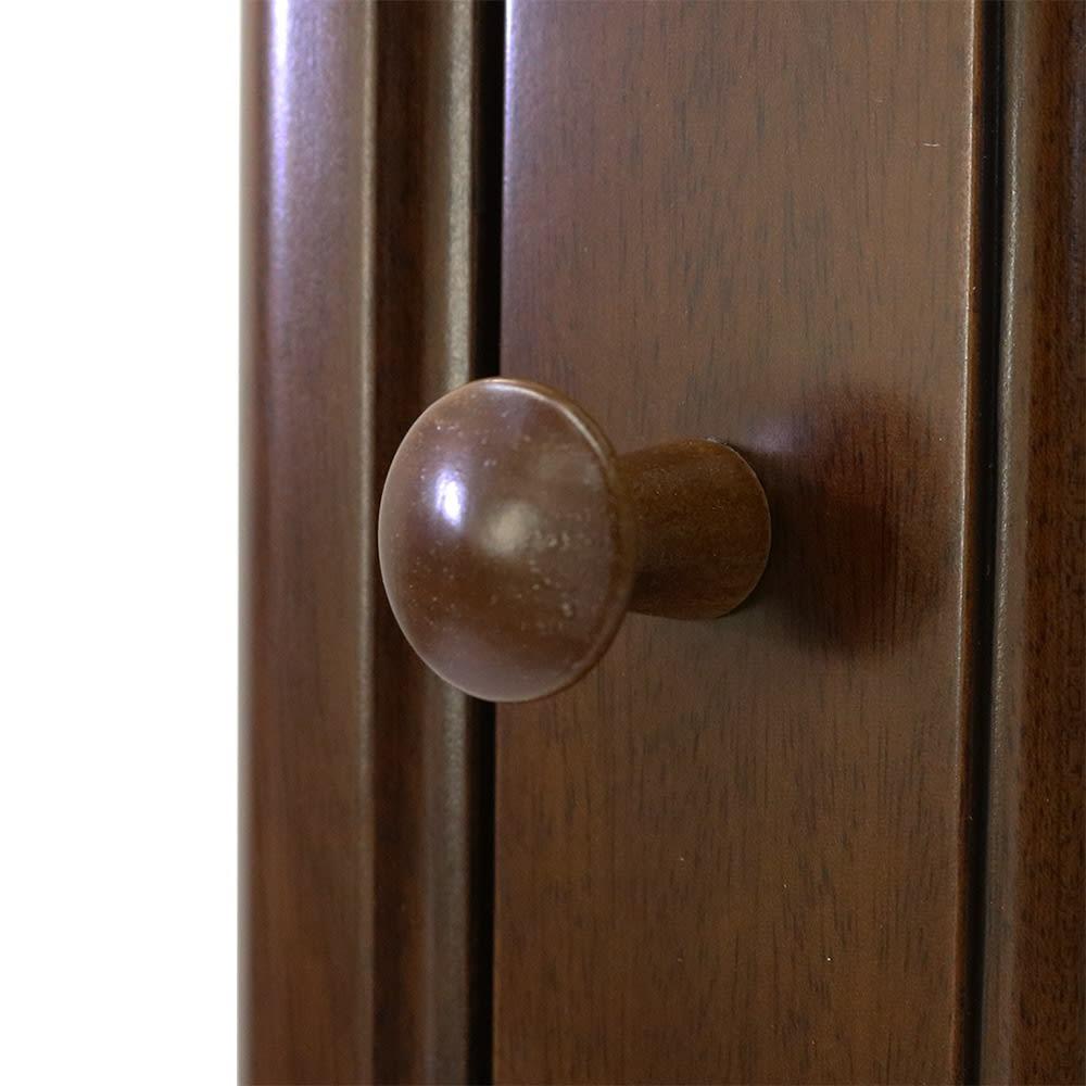 Modernew/モダニウ リビング収納シリーズ キュリオ ガラス扉部のつまみ。