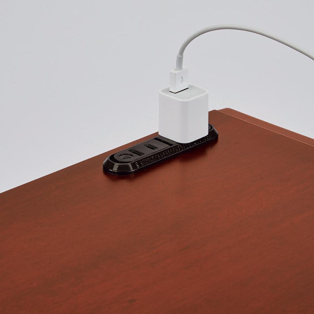 Modernew/モダニウ リビング収納シリーズ キャビネット 幅60 モバイル機器の充電スペースに便利な中天板はスライド式。