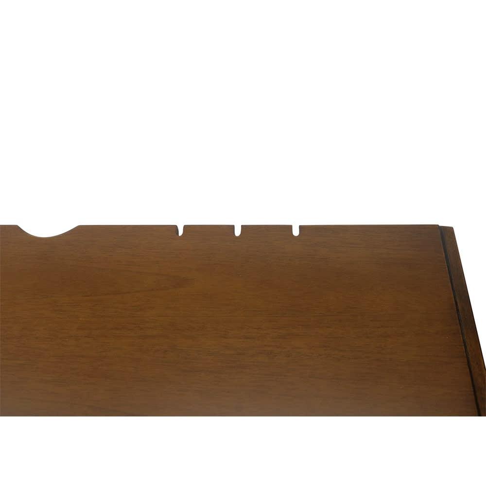 Modernew/モダニウ リビング収納シリーズ デスク モバイル機器のケーブルの出し入れに便利な切り込み加工。