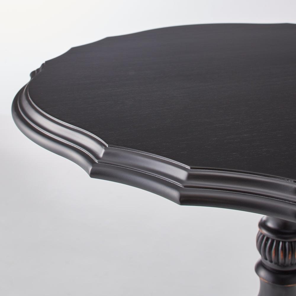 シャビーアンティークシリーズ ティーテーブル[NOIR/ノワール] 細部の意匠にもこだわっています。