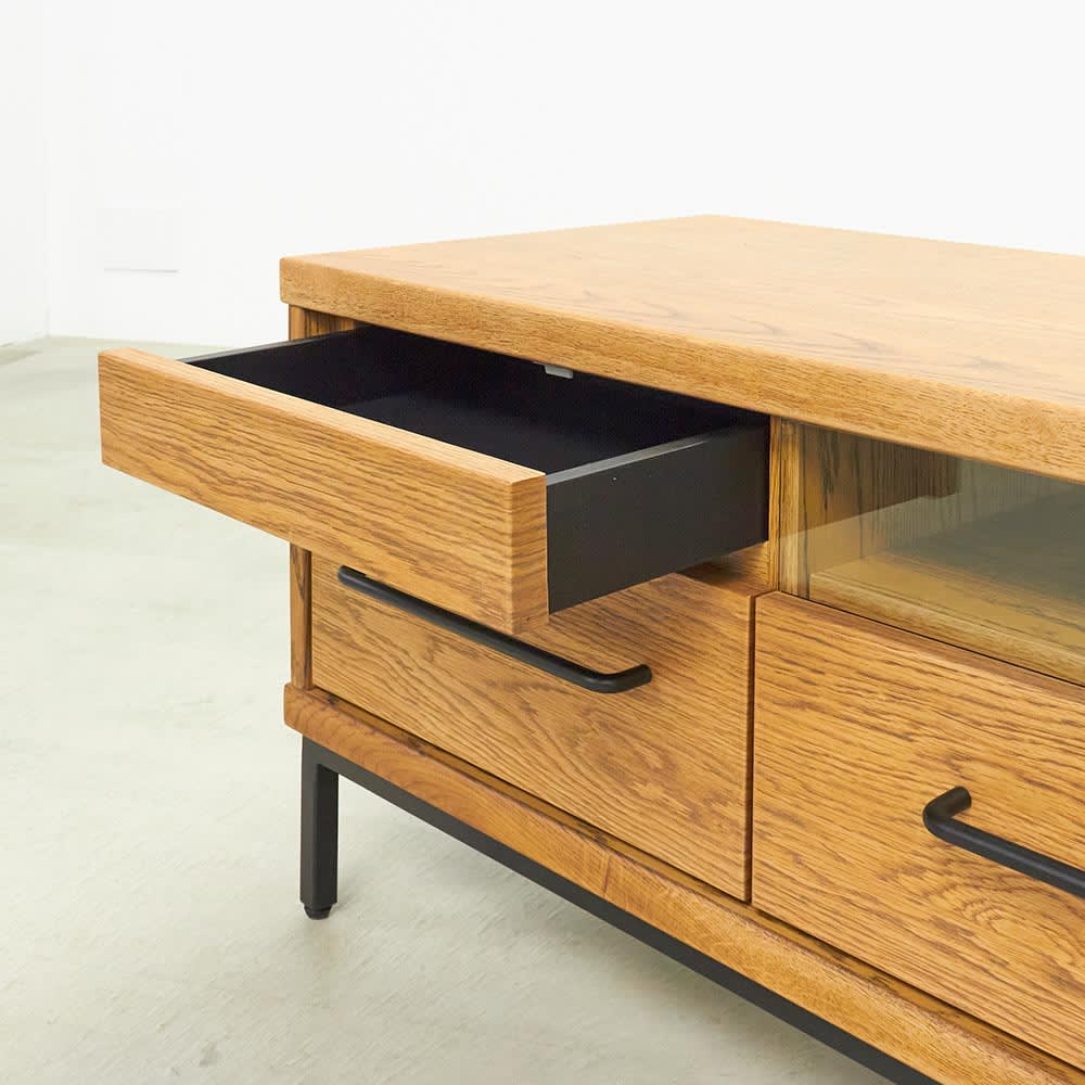 HS Brookryn/エイチエスブルックリン リビングシリーズ テレビボード 幅180cm・高さ45cm 浅引き出しには電池や筆記用具などをしまって。
