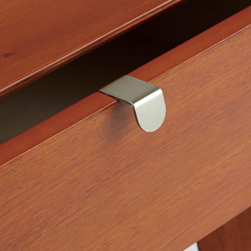 北欧ヴィンテージ風Vカットデザイン リビングテーブル・センターテーブル 幅105cm ヴィンテージ感を高めてくれるシルバーの取っ手も魅力。