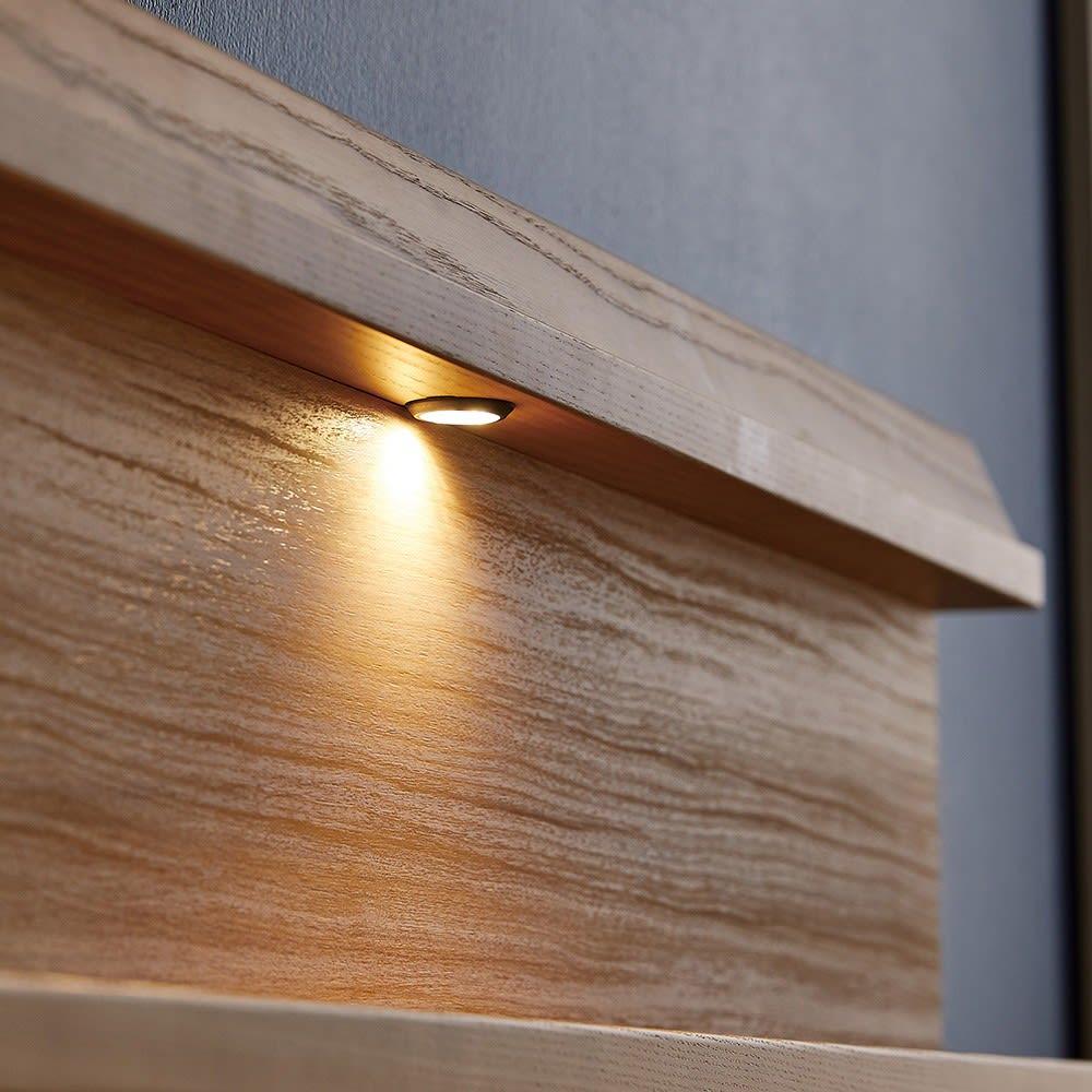 【配送料金込み 組立・設置サービス付き】シェルフスリム 引き出し付きベッド 6.5インチピロートップ シングル・セミダブルサイズは中央に1灯、ダブル・ワイドダブルには両側に2灯LEDライトが1灯ついています。