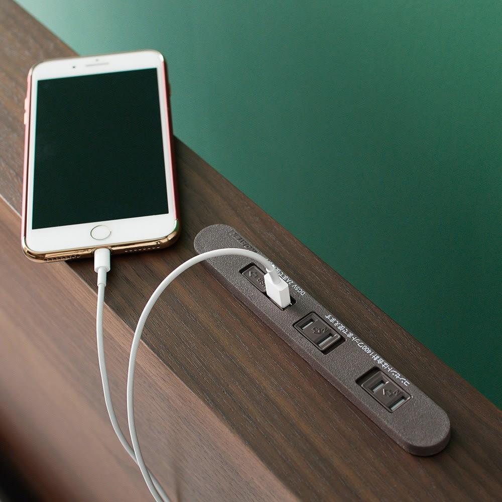 GlanPlus/グランプラス ベッド ベッドフレームのみ ヘッドボードのUSBで、スマホの充電は寝ている間にOK。