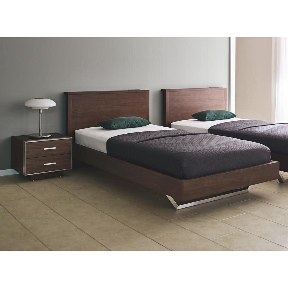 GlanPlus/グランプラス ベッド 高密度ポケットコイルマットレス コーディネート例 シングルサイズを2台並べ、ホテルライクな空間に。※お届けは1台のみです。