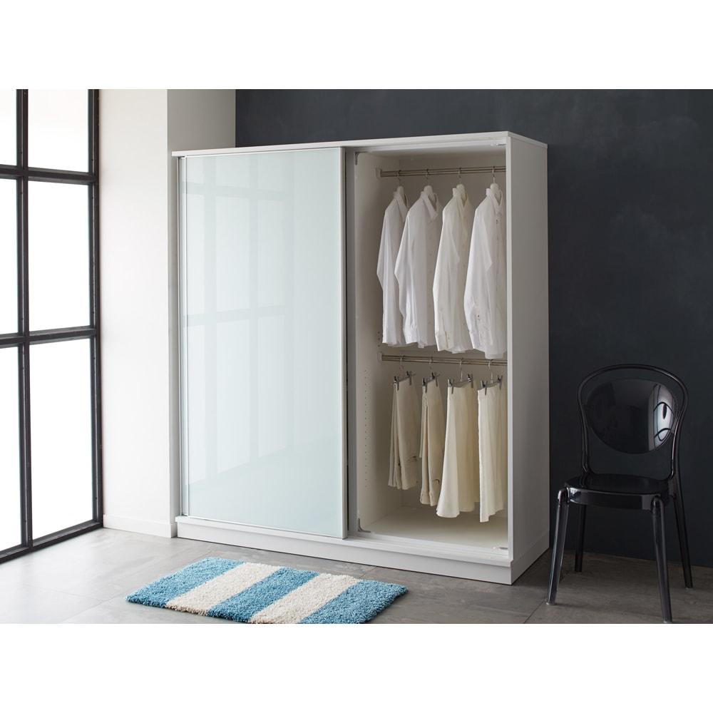 Milath/ミラス スライドワードローブ ガラス扉タイプ 幅80.5cm ホワイト色コーディネート例 ※写真は幅160cmです