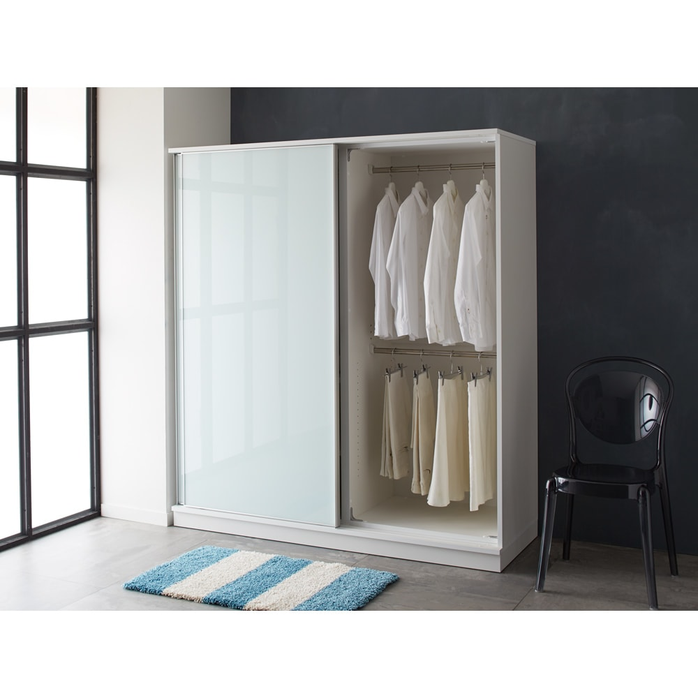 Milath/ミラス スライドワードローブ ガラス扉タイプ 幅100.5cm ホワイト色コーディネート例 ※写真は幅160cmです