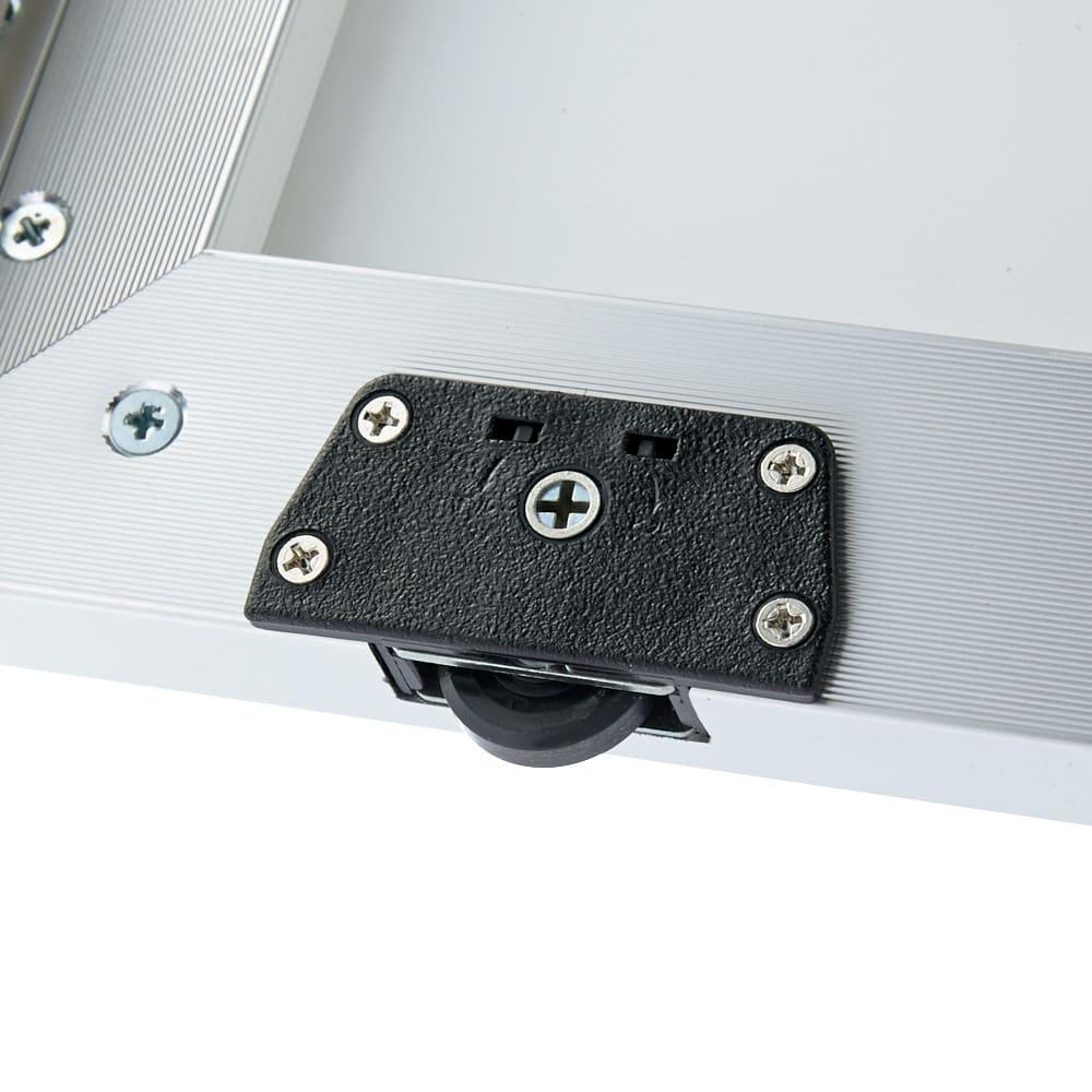 Milath/ミラス スライドワードローブ ガラス扉タイプ 幅100.5cm 扉下にはローラーが設置されており、軽くスムーズに開け閉めできます。