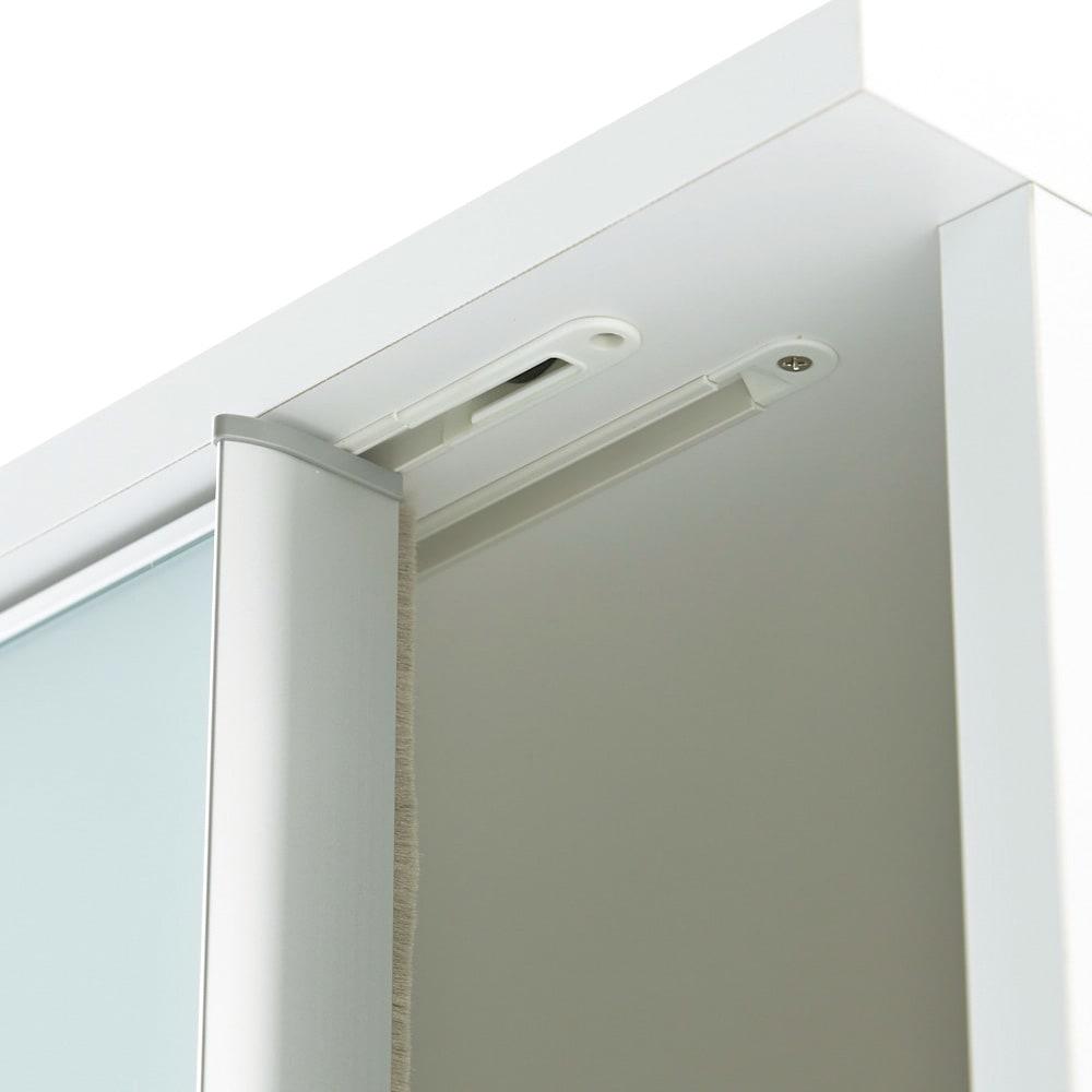 Milath/ミラス スライドワードローブ ガラス扉タイプ 幅120.5cm スライド扉はエンドストッパー付き。側板とのすき間にはホコリの侵入をケアする防塵ガード付き。