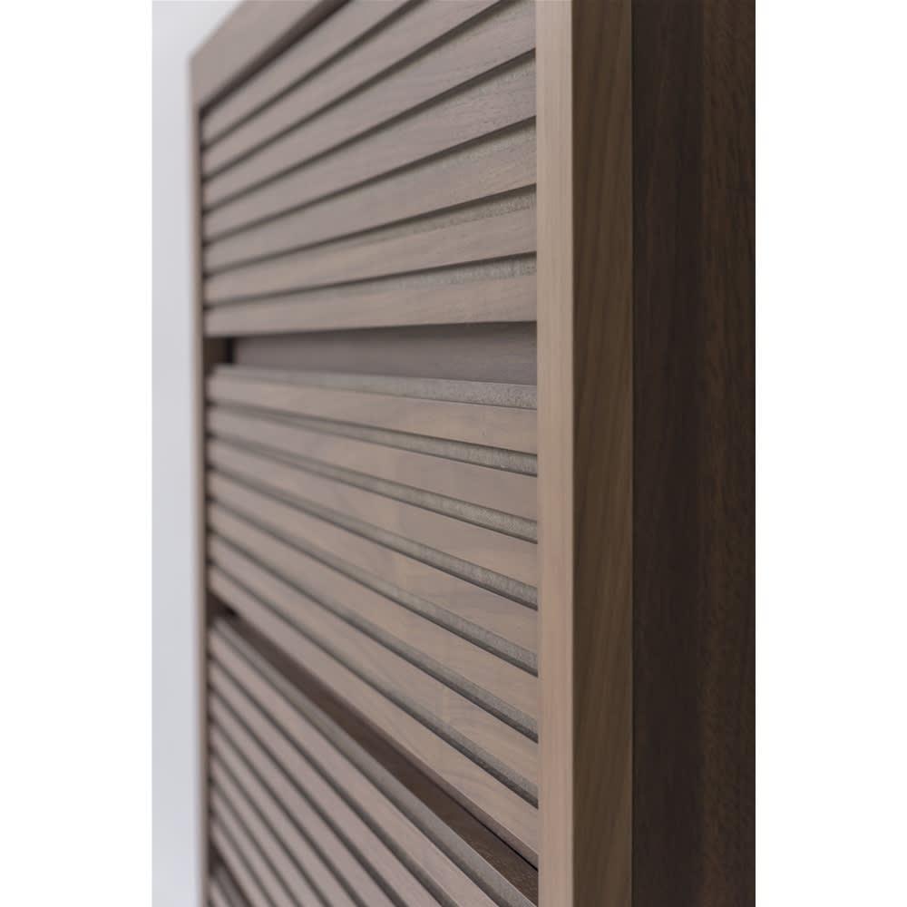 Maisema/マイセマ ウォルナット格子チェスト 幅80cm・3段(高さ72.4cm) 丁寧に彫り込みを施した横ストライプがお部屋の広がりを演出します。