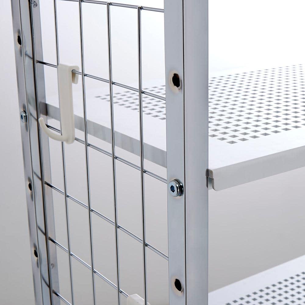 Ferrell/フェレル 伸縮式収納ラック 6段 サイドのフックに小物を掛けて収納できます。