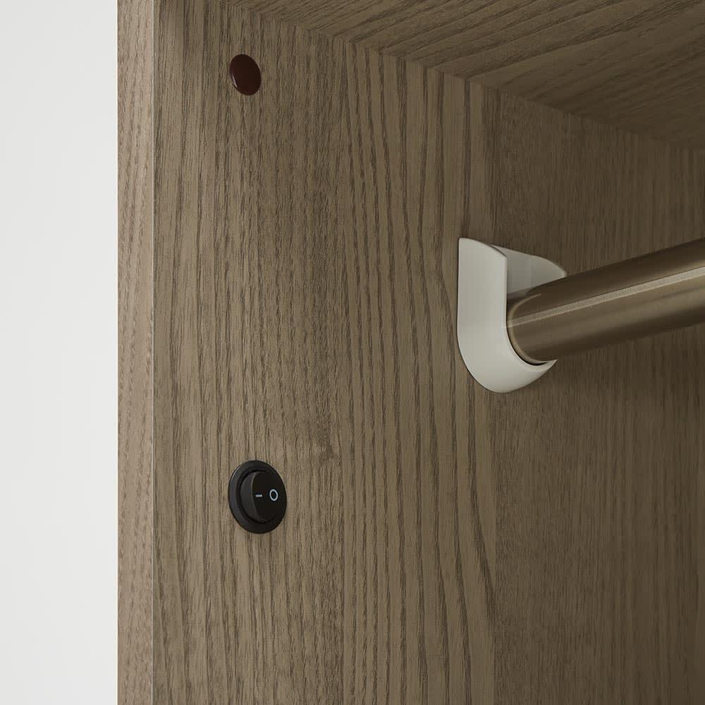 Vises/ヴィセス オープンワードローブ 幅80cm ハンガー&引き出し スイッチオンすれば、柔らかい光が広がります。