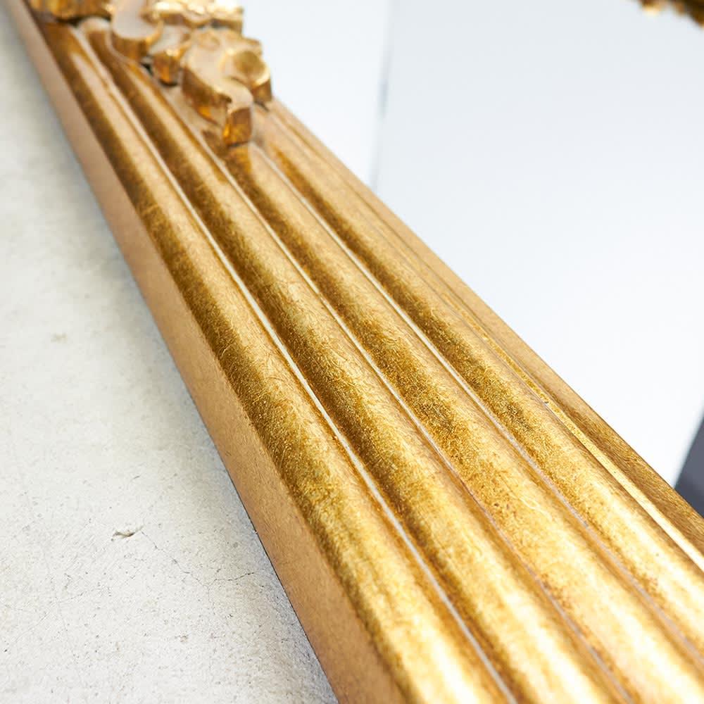 Grace Art/グレースアート 壁掛けミラー・ウォールミラー 幅43cm高さ126㎝ 繊細な直線のラインがすっきりとした印象を与え、装飾が多くてもコーディネートしやすいデザインに。