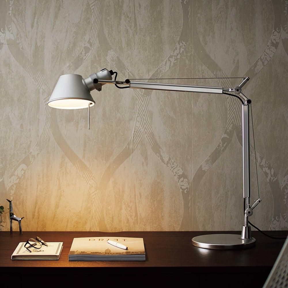 デスクライト TOLOMEO Mini TAVOLO LED/トロメオ ミニ タボロ LED[Artemide・アルテミデ/デザイン:ミケーレ・デ・ルッキ] イタリアの巨匠と呼ばれるデザイナー、ミケーレ・デ・ルッキが1987年に発表した『トロメオ』。
