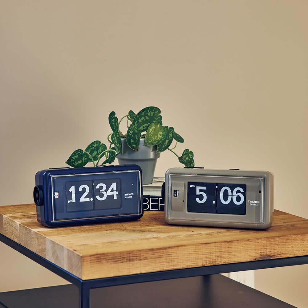 TWEMCO/トゥエンコ パタパタアラームクロック ネイビー/グレージュ 壁掛け時計・振り子時計