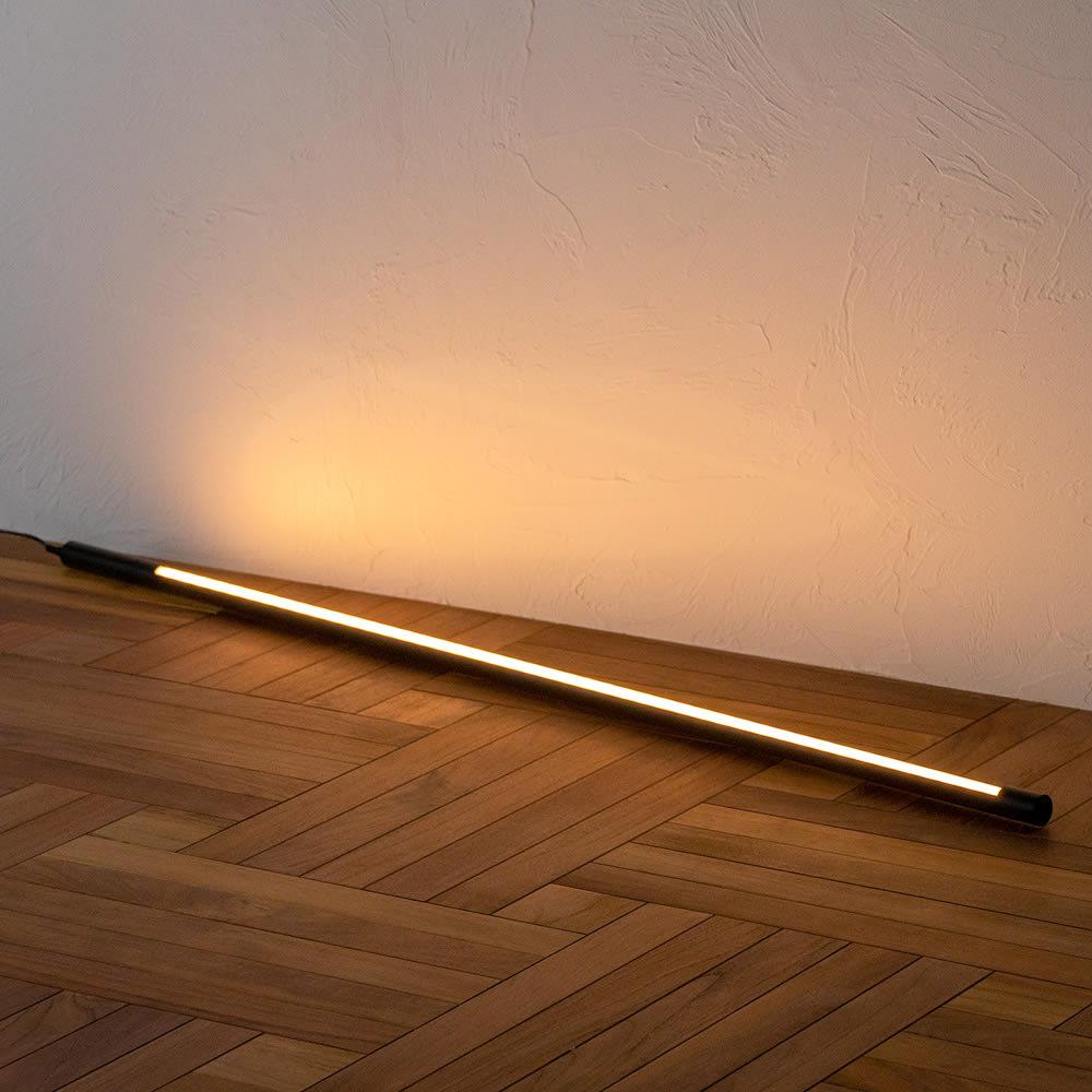 間接照明やホームシアターのライティングに!ネオマンクス LED バーライト ブラック 点灯時