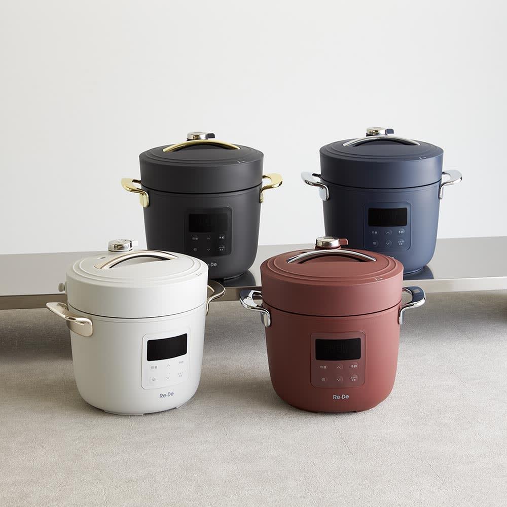Re・De Pot/リデポット 電気圧力鍋2L 左奥から時計周りに、(ア)ブラック、(ウ)ネイビー、(イ)レッド、(エ)ホワイト(グレー系)