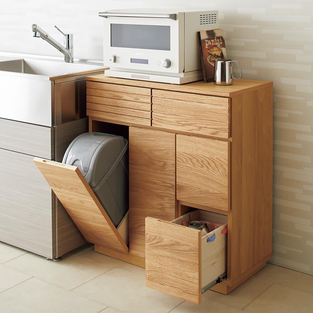 """Large/ラルジュ 天然木ダストボックス 4分別(ペール2個付き) 幅82cm奥行40cm高さ87.5cm 天然木で仕上げたダストボックスとは思えない上質感でキッチンの""""格""""を高めてくれます。キッチンスペースは勿論、ダイニングなどの家具とも調和するので設置場所の選択肢も広がります。"""