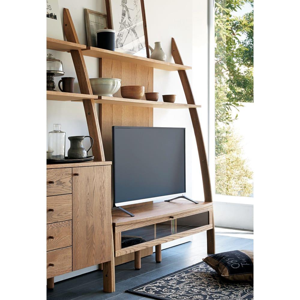 天然木シェルフシリーズ テレビ台 幅135cm[素材:オーク/アルダー] オーク ※写真はキャビネット片開きタイプとの組み合わせ例。