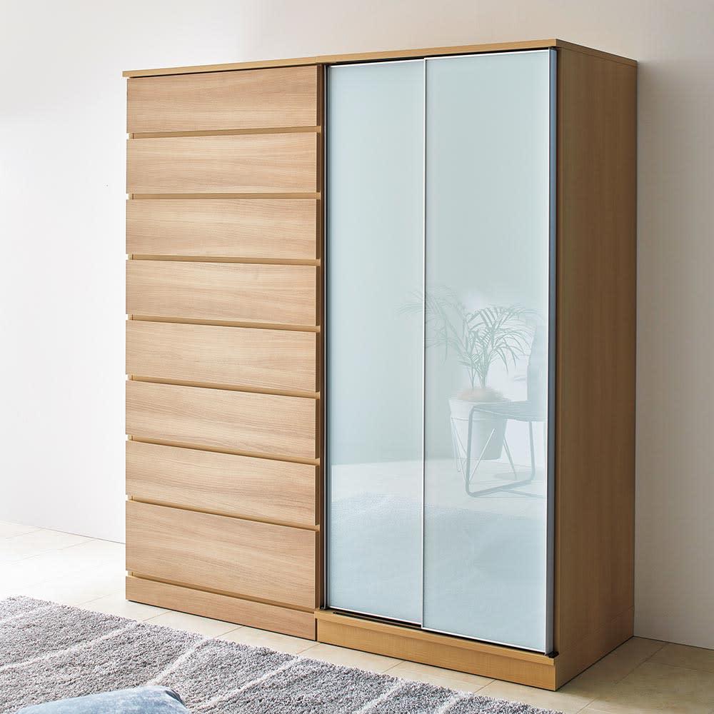 Milath/ミラス スライドワードローブ ガラス扉タイプ 幅80.5cm スマートなアルミフレームで、ヨーロッパの海外インテリアのようなワードローブが叶います。※写真はタワーチェスト幅80cmとガラススライドワードローブ幅80.5cmのコーディネートです。