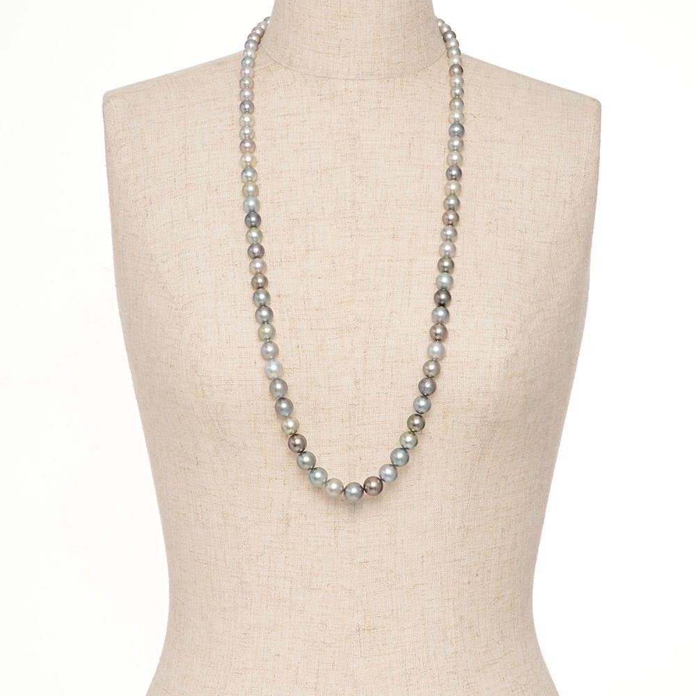 8~11mm黒蝶グレーマルチカラーパール ネックレス 着用例