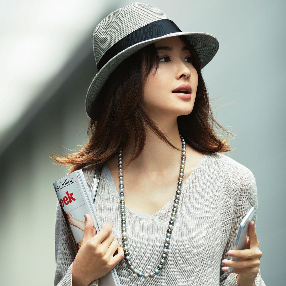 8~11mm黒蝶グレーマルチカラーパール ネックレス コーディネート例 /パールの色彩美で魅せるニュアンスグレー・スタイル